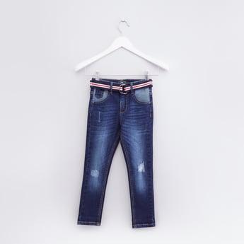 بنطال جينز بتصميم ممزق وجيوب وحزام