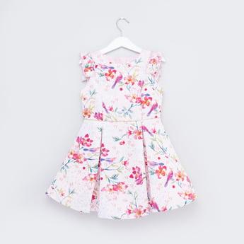 فستان بدون أكمام بتفاصيل كشكشة وطبعات أزهار