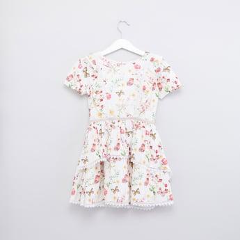 فستان بياقة مستديرة وأكمام قصيرة وطبعات أزهار
