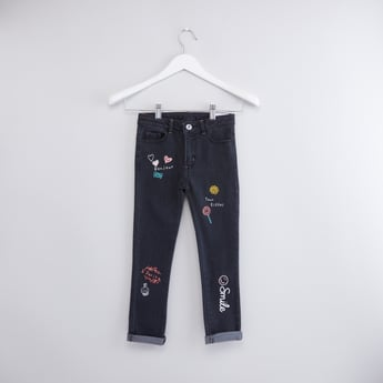 بنطال جينز دينم بزر إغلاق و5 جيوب مع طبعات