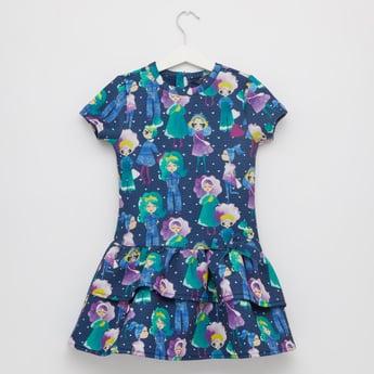 فستان بطبعات وياقة مستديرة وأكمام قصيرة