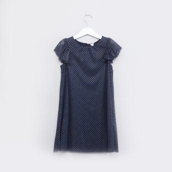 فستان منقط بياقة مستديرة وأكمام كاب