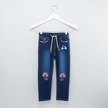 بنطلون جينز مزين بخصر مطاطي ورباط