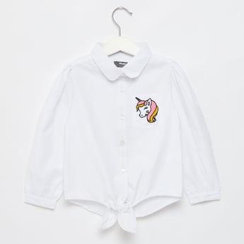 قميص بياقة عادية وأكمام طويلة وطبعات علامج يونيكورن مميّز