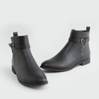 حذاء طويل سادة بتفاصيل إبزيم وسحّاب إغلاق