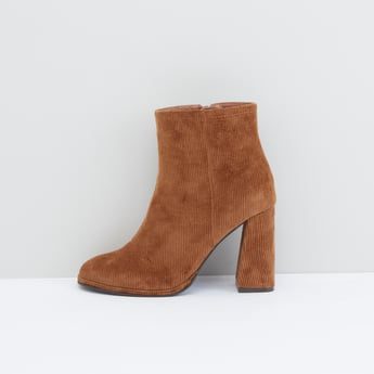 Ribbed Boots with Zip Closure