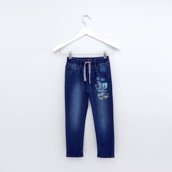 بِنطال جينز طويل برباط وجيوب وطبعات