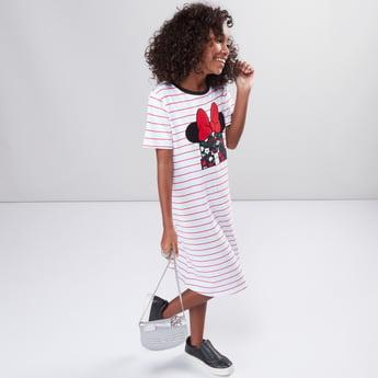 فستان بأكمام قصيرة وطبعات ميني ماوس