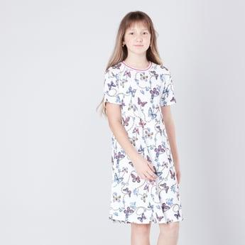 فستان إيه لاين بياقة مستديرة وأكمام قصيرة وطبعات فراشة