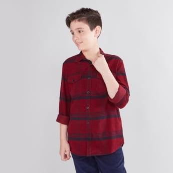 قميص كاروهات بأزرار وأكمام طويلة مع تفاصيل جيوب
