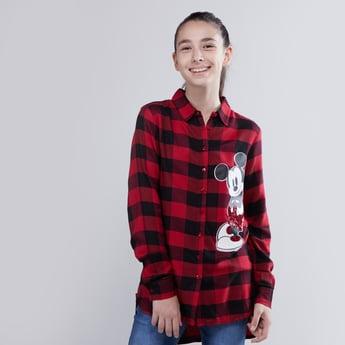 قميص كاروهات بأكمام طويلة وطبعة ميكي ماوس مع تفاصيل ترتر