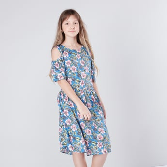 فستان مكشوف الأكتاف بياقة مستديرة وطبعات زهرية