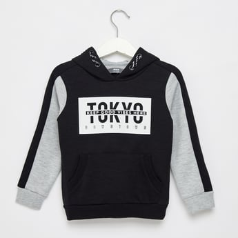 Typographic Print Hoodie with Long Sleeves and Kangaroo Pockets