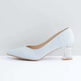 حذاء كلاسيكي بمقدمة مدببة وكعب سميك