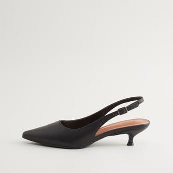 حذاء كلاسيكي بارز الملمس بكعب صغير وحزام حول الكاحل