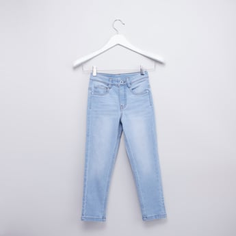 بنطلون جينز سادة بز إغلاق وتفاصيل جيوب