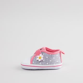 حذاء طويل بطبعات وبزخارف ازهار
