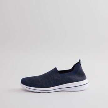 حذاء سهل الارتداء بملمس بارز بعلامة تبويب