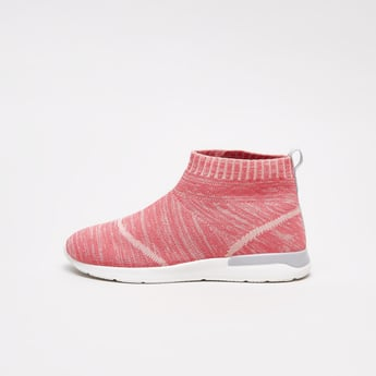 Textured Sports Shoes with Pull-Tab Facility