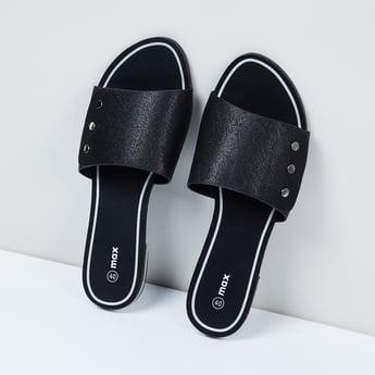MAX Textured Flat Sandals