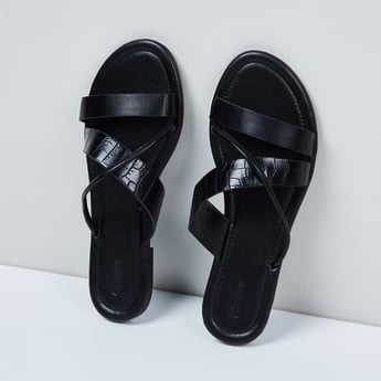MAX Criss-Cross Straps Textured Flat Sandals