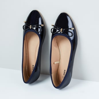MAX Solid Pointy-Toed Bellarinas with Bow Applique