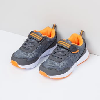 MAX Perforatred Lace-Up Sports Shoes
