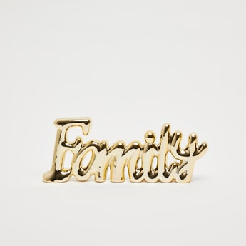 ديكور بتصميم كلمة فاميلي