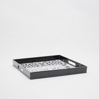 صينية تقديم مربعة بطبعات ومقابض بتفاصيل مفرغة