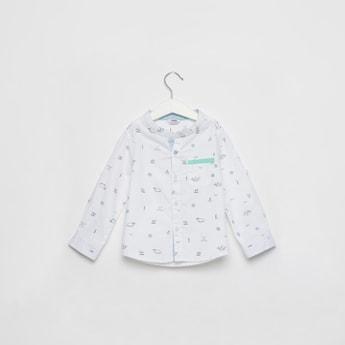 قميص بياقة ماندارين وأكمام طويلة وطبعات
