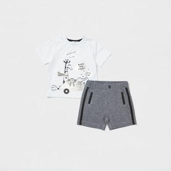 Printed T-shirt with Short Sleeves and Pocket Detail Shorts Set