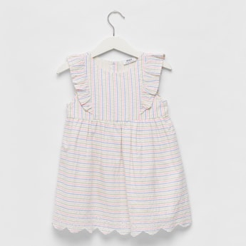 فستان مخطط بياقة مستديرة وتفاصيل كشكش