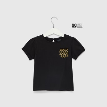 Solid Round Neck T-shirt with Short Sleeves and Printed Patch Pocket