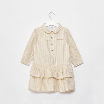 فستان مخطط متعدد الطبقات بأكمام طويلة وأزرار