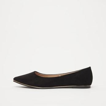 حذاء باليرينا سادة سهل الارتداء بتفاصيل مقدمة مدببة