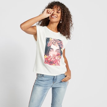 Graphic Print T-shirt with Crew Neck and Padded Shoulder