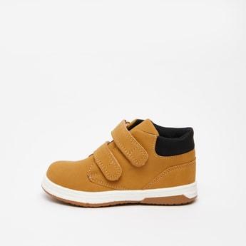 حذاء بوت بارز الملمس بخطّاف وحلقة إغلاق
