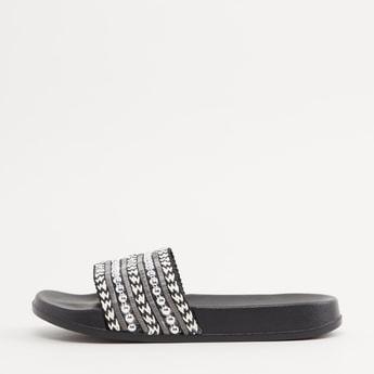 حذاء خفيف بحزام مزيّن