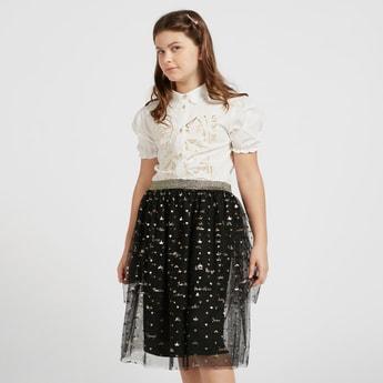 طقم قميص بأكمام قصيرة وطبعات فويل برنسيس وتنورة بتفاصيل شبكية