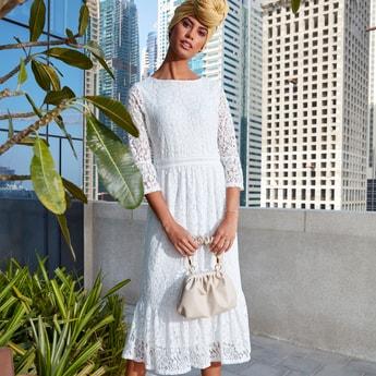 فستان ميدي متعدد الطبقات بياقة مستديرة وأكمام 3/4 وتفاصيل دانتيل