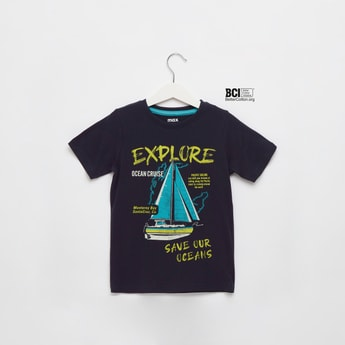 Graphic Print T-shirt with Round Neck and Short Sleeves