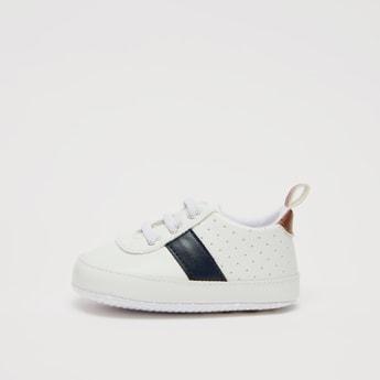 حذاء طويل سهل الارتداء بنمط مثقب وألسنة سحب
