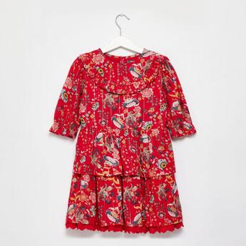 فستان متعدد الطبقات بأكمام 3/4 وطبعات زهرية