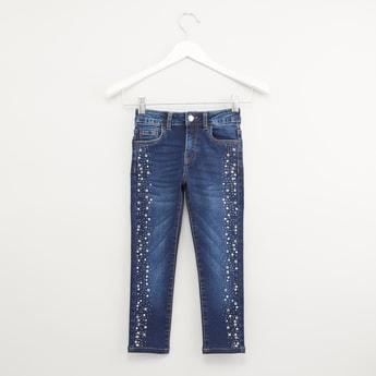 بنطلون جينز مزين مع  تفاصيل جيب وحلقات حزام