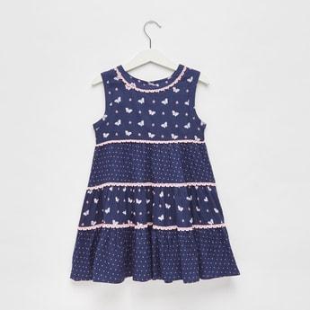 فستان متعدد الطبقات دون أكمام بتفاصيل دانتيل وطبعات فراشة