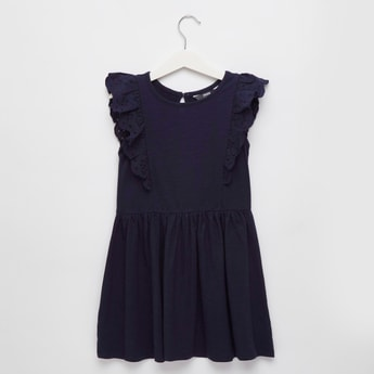 فستان سادة دون أكمام بياقة مستديرة وكشكشة