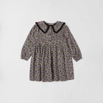 فستان بطول الركبة وياقة مستديرة وتفاصيل دانتيل وطبعات زهرية