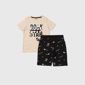 Text Print T-shirt and All-Over Print Shorts Set