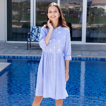 فستان قميص شامبراي ميدي بأكمام طويلة بتطريزات أزهار
