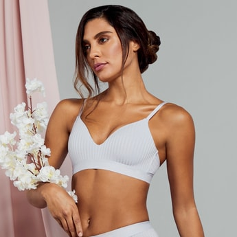 Textured Non-Wired Padded Seamless Bra with Hook and Eye Closure